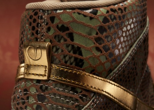 Nike-WMNS-Dunk-Sky-Hi-Year-of-the-Snake-2-620x442