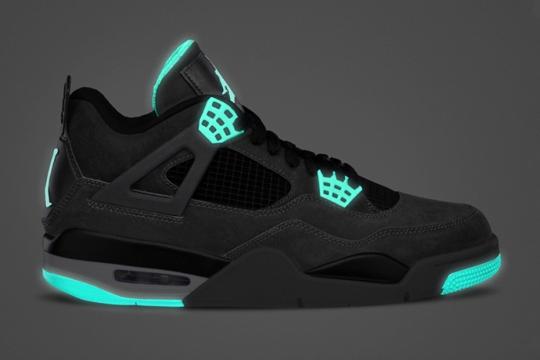 air-jordan-iv-retro-green-glow-0001