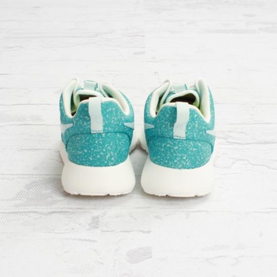 Nike-WMNS-Roshe-Run-FiberglassSport-Turquoise-11