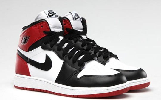 air-jordan-1-black-toe2-619x384