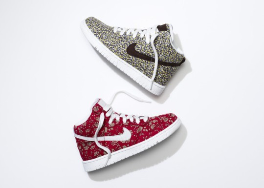 SU13_NSW_NIKEiD_DunkHigh_liberty_pair_2_large