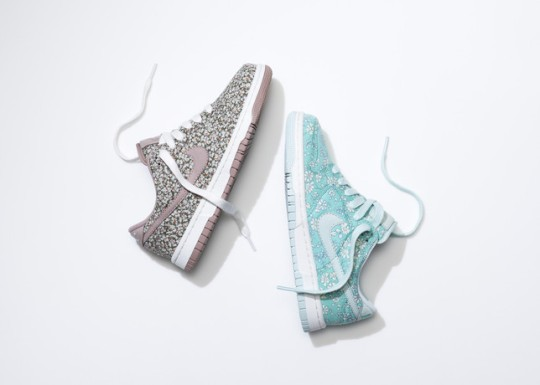 SU13_NSW_NIKEiD_DunkLow_liberty_pair_2_large