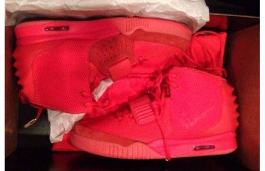 zqbbr_nikeairyeezy2redoctober620x415_811173