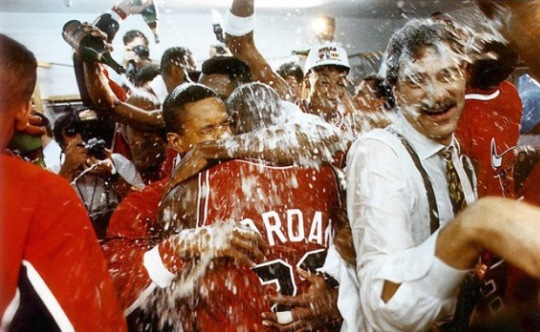 mj-90-91-first-championship-champagne